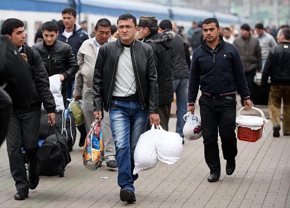 emigrant-v-rossiya-uzbekistan-porno-foto-krasivoy-vzrosloy-zhenshine-zadrali-korotkoe-platyah-trahnuli