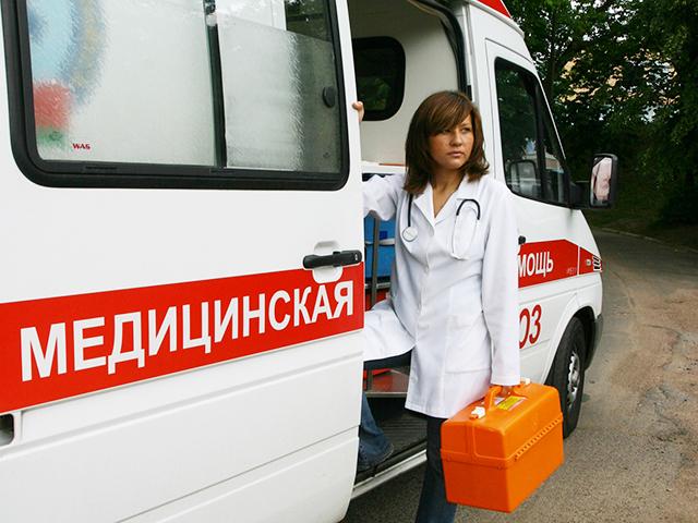Вызовов обслуживаются фельдшерскими бригадами скорой помощи