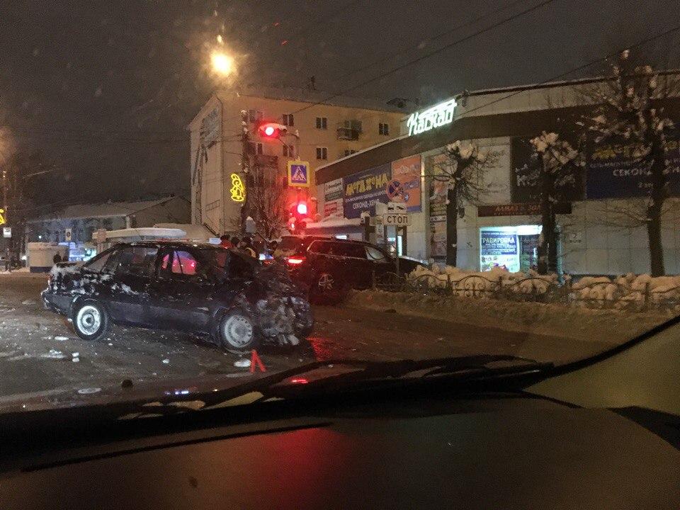 ВИванове пассажир «Дэу» получил перелом предплечья после трагедии с«Мерседесом»