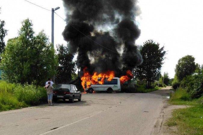 ВИвановской области из-за взрыва газового баллона сгорел пассажирский автобус