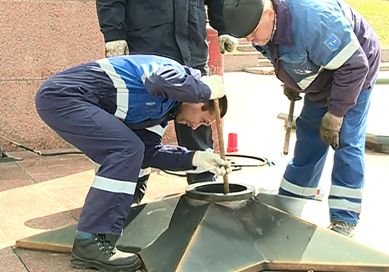 Работники газовой службы вИванове проверили работу «Вечного огня»